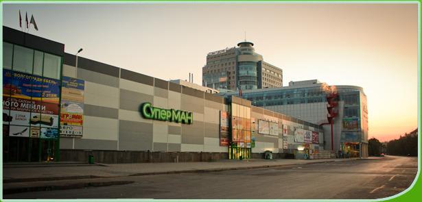 У крупных магазинов промышленных товаров такого удобного местоположения, как в Москве или Санкт-Петербурге...